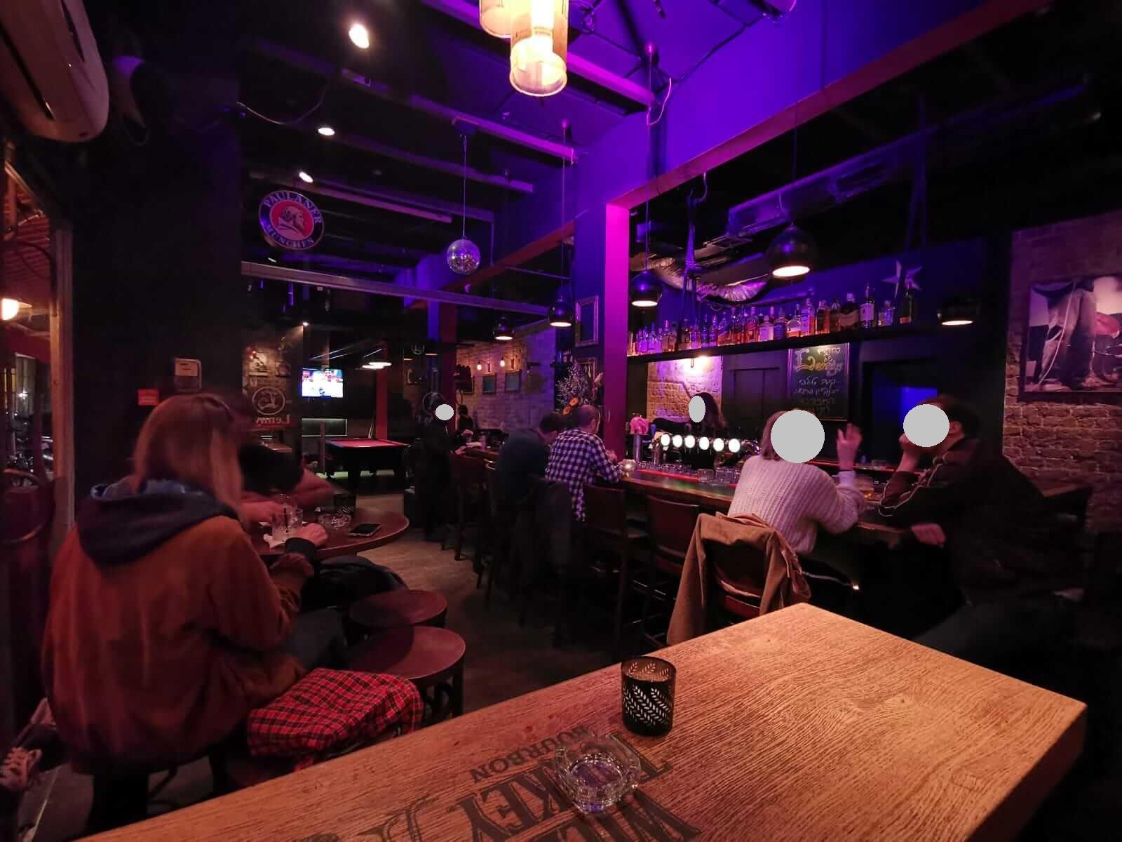 לניס/ Lounge B